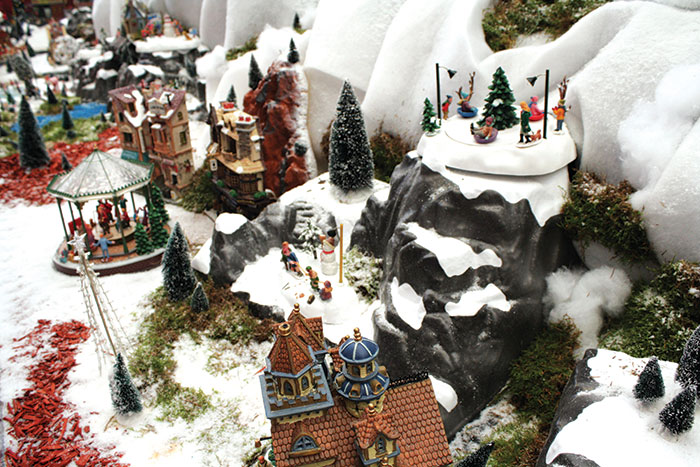 Creation d 39 un village miniature inspirations desjardins - Fabriquer un support pour village de noel ...