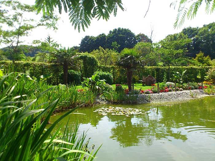 L eau est un l ment indispensable au jardin un bassin grand ou petit apportera votre - Grand bassin de jardin ...